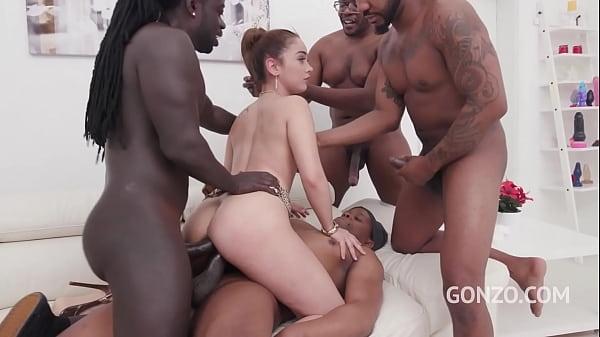 Novinha na suruba interracial